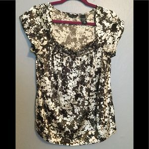 AMAZING Floral blouse with square neck!